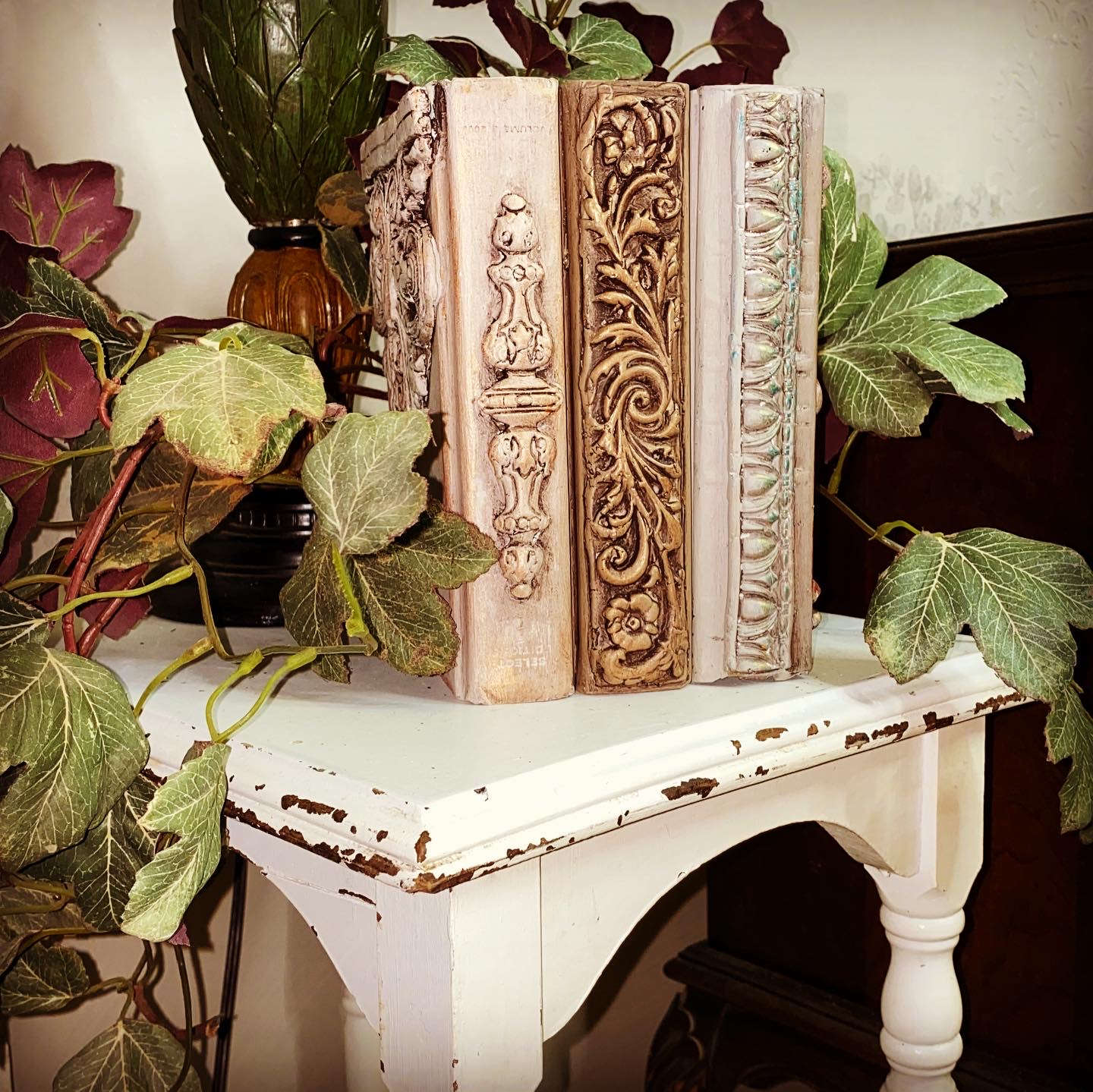 How to Use Decorative Moulds on an Artist's Trading Book